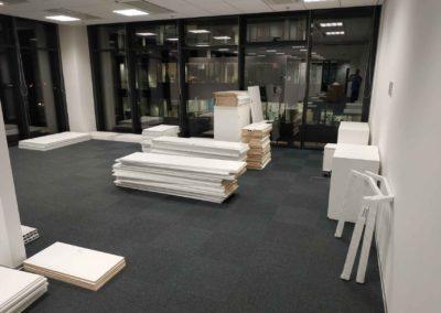 Nastěhování nábytkových komponentů do kancelářské budovy na Praze 4