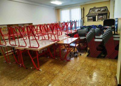 stěhování školního nábytku