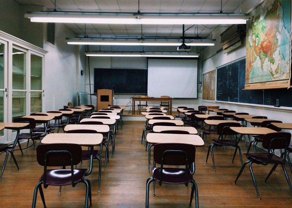 Stěhování škol, úřadů a jiných institucí