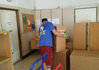 Stěhování nábytku střední školy na Praze 4
