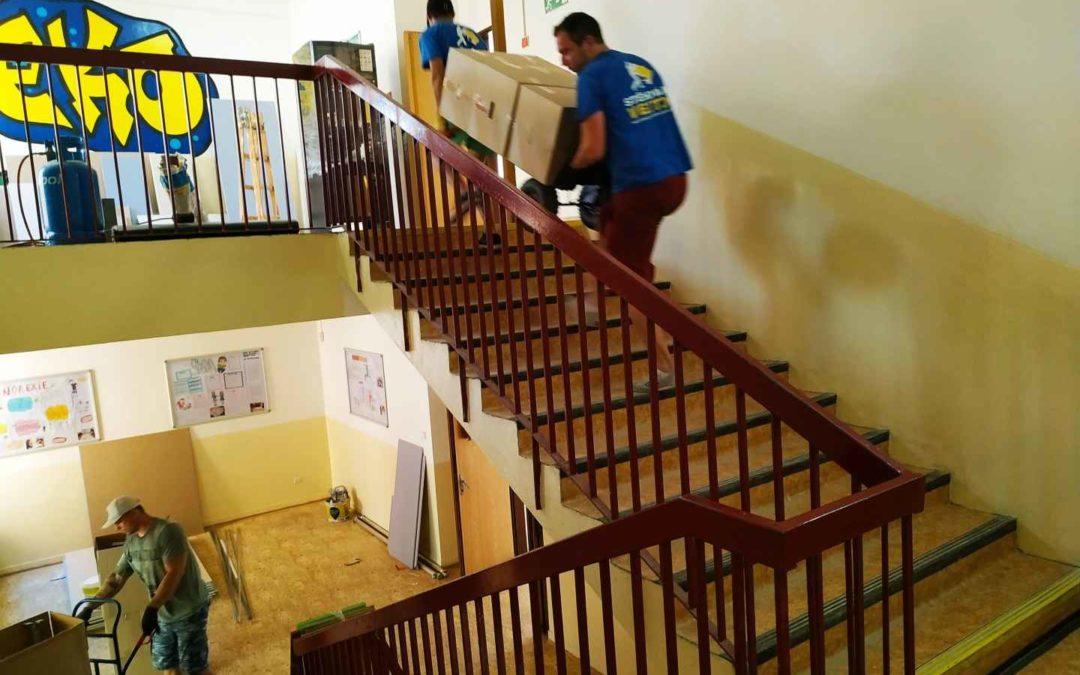 Stěhování vrámci budovy základní školy na Praze 9